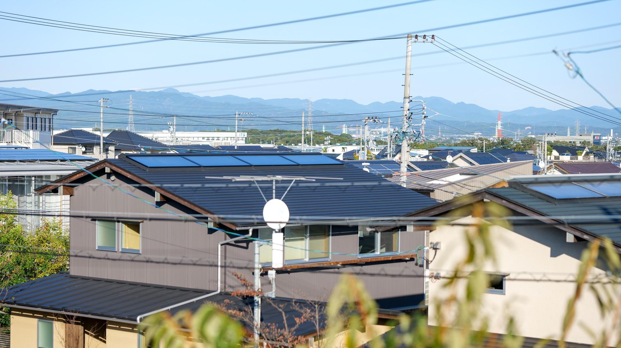染地台の家 屋根